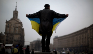 An opposition supporter holds a Ukrainian flag in the center of Kiev's Independence Square, the epicenter of the country's current unrest, Ukraine, Friday, Feb. 7, 2014. Ukrainian protesters lambasted parliament on Thursday for its lack of action, and a senior U.S. diplomat arrived in Kiev to try to help find a resolution to the country's grinding political crisis. Assistant Secretary of State Victoria Nuland met separately with President Viktor Yanukovych and with opposition leaders during her two-day stay in the Ukrainian capital. (AP Photo/Emilio Morenatti)